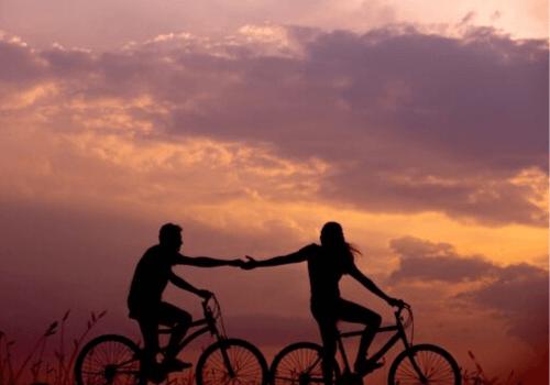 Beim Fahrrad fahren kann man vom Alltag abschalten und man kriegt einen freien Kopf