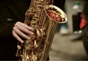 Ein Beispiel für ein Blasinstrument - das Saxophon