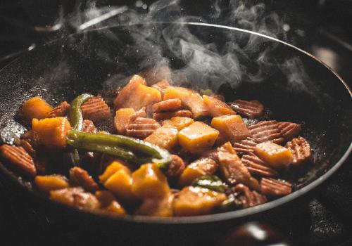 Kochen hatte für die Menschen im Laufe der Menschheitsgeschichte sehr unterschiedliche Bedeutungen und Funktionen