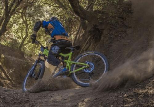 Sporträder fürs Gelände sind für holpriges und unwegsames Gelände gemacht